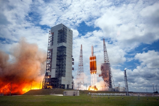 6.13.three.Delta-IV-Heavy-Lift-Off7.jpg-nggid03115-ngg0dyn-0x360-00f0w010c010r110f110r010t010
