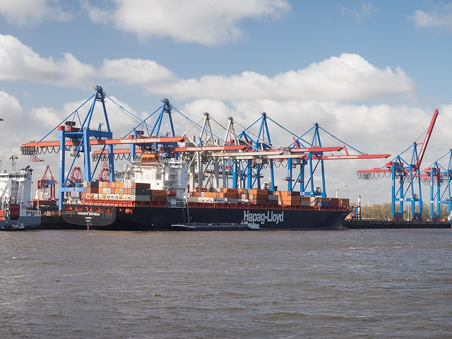 7.7.trade.many-ships-in-port-4608x3456_70511